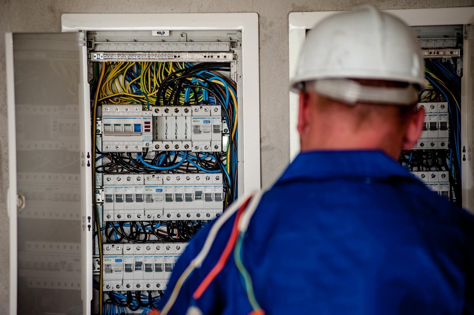 electrician altona